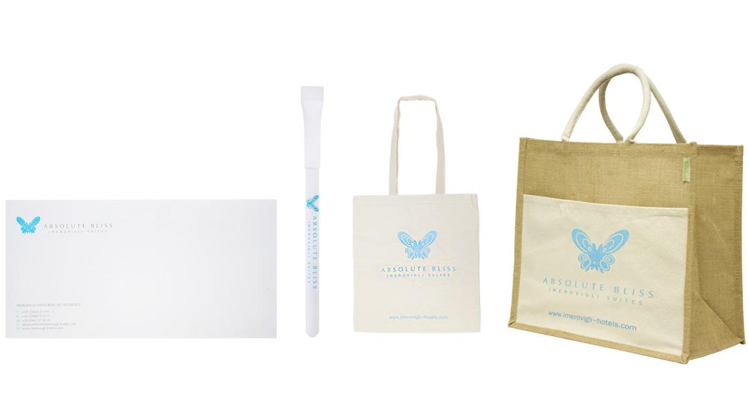 Τσάντες, στυλό και μπλοκ με εκτύπωση εταιρικού λογοτύπου για το Absolute Bliss.Σύγχρονες και έξυπνες λύσεις διαφημιστικών και εταιρικών δώρων για ξενοδοχειακές επιχειρήσεις από την Xerikos Advertisign Gifts.